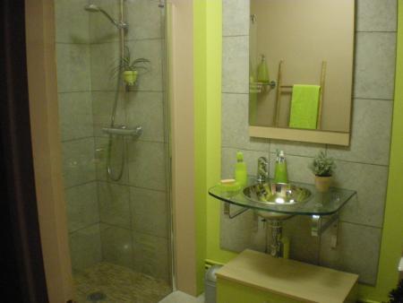 Salle de bain verte et bois par envolee de fleur blog for Salle de bain verte