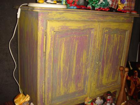 Meuble peint dans l 39 esprit circus par meubles for Restauration meubles peints