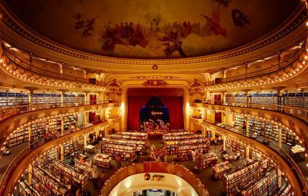 A Buenos Aires, un théâtre vieux de 100 ans a été transformé en une immense librairie... Et le résultat est époustouflant !