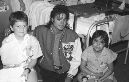 Michael et les enfants du monde Michaeljackson-vip-blog-com-183569lk9cg10