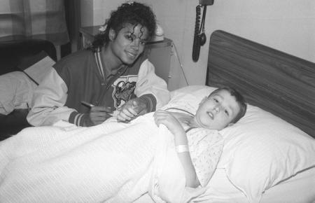 Michael et les enfants du monde Michaeljackson-vip-blog-com-2187192qmm8n10