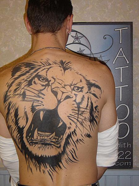 tatouage homme dos lion. Black Bedroom Furniture Sets. Home Design Ideas